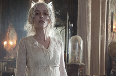 Gillian Anderson nei panni di Miss Havisham