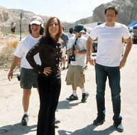 Kim Manners, Gillian Anderson e David Duchovny sul set di The Truth