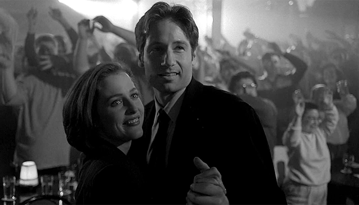 Mulder e Scully nel finale di ''The Post-Modern Prometheus''