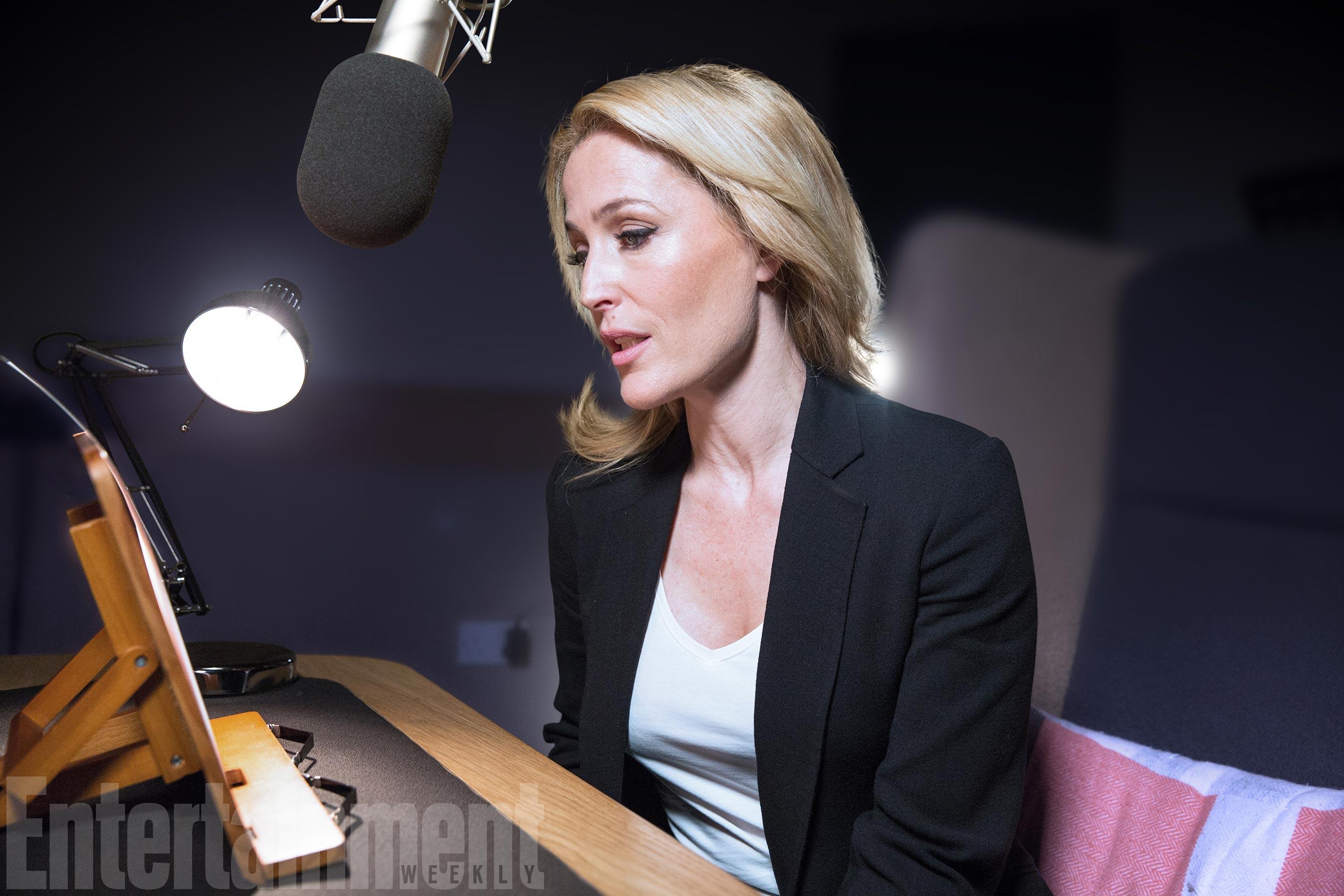 Gillian Anderson al lavoro sull'audiolibro di X-Files