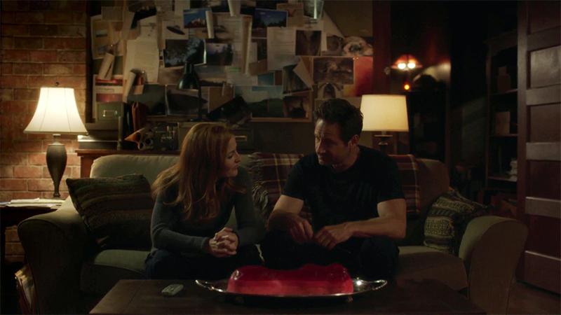 Mulder e Scully nella scena finale