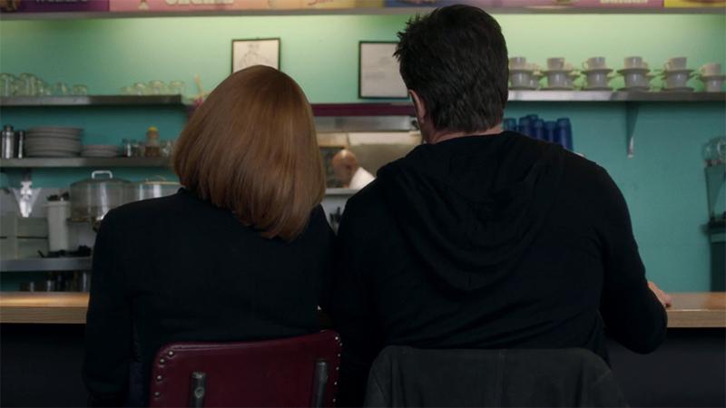 Mulder e Scully nella scena finale di Rm9sbg93zxjz