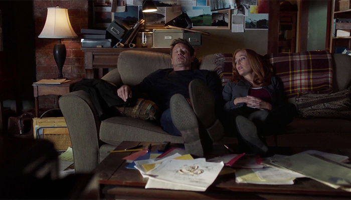 Mulder e Scully addormentati sul divano